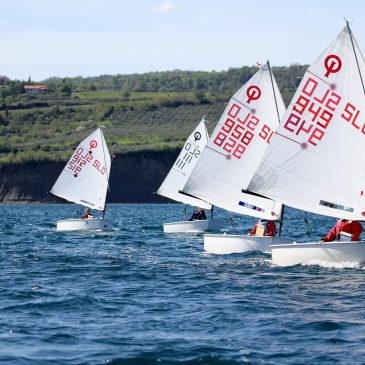 learning to sail dinghy sailing