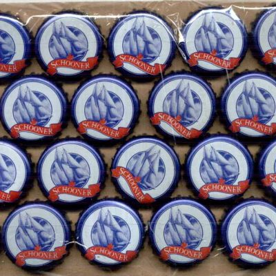 100 blue & white undented SCHOONER ship beer crown caps